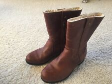 Womens UGGs short brown leather boots size 8.5 EEUC