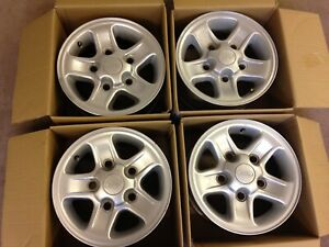"""4 X LAND ROVER DEFENDER COUNTY  90 110  16"""" X 7"""" SILVER BOOST ALLOY WHEELS USED"""