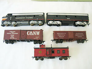 Athearn ?? Southern Pacific F3 AB Diesels and 3 cars - circa 1960's