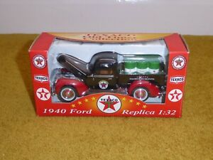TEXACO OLD TIMER COLLECTION '1940 FORD PICK-UP'. REPLICA 1:32 MIB/BOXED HOT ROD