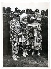 FOTOGRAFIA  PEARLY KINGS AND QUEENS EPSON  RACE COURSE ON DERBY  DAY 27 MAY 1936