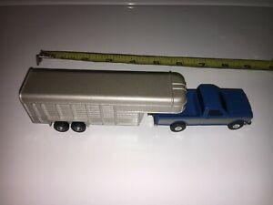 ERTL Ford Pickup Truck and Horse / Livestock Trailer - 1/64