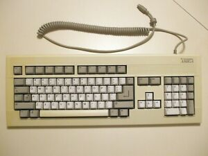 Used Commodore-Amiga 4000 keyboard, works fine, but some yellowing