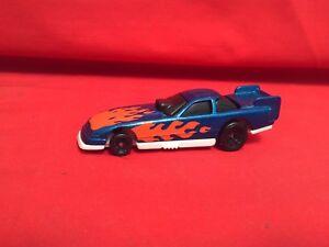 VINTAGE 1993 MATTEL HOT WHEELS BLUE WITH ORANGE FLAMES RACING CAR NEAR MINT