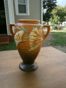 """Nice Roseville Freesia 121-8"""" Vase - Circa 1945 Ex Cond"""