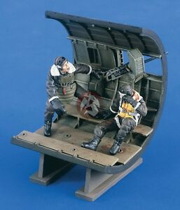 Verlinden 1/32 Waist Gunner Down! B-17 Flying Fortress Vignette (2 Figures) 2116