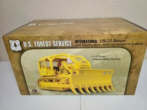International IH TD-25 Clearing Blade - USFS Forestry First Gear 1:25 Scale New!