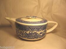 Teapot Blue Willow Royal China Pottery / Porcelain Coverd Tea Pot 32 oz Vintage