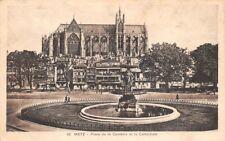 METZ - La place de la comédie et la cathédrale
