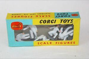 Corgi 1501 Plastic Pitlane & Racing Drivers Figures, Boxed