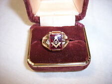 1960'S VINTAGE 10K GOLD  MASONIC RING WITH RED STONE
