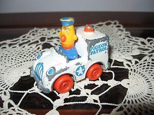 VINTAGE SESAME STREET MUPPETS HASBRO PIGEON PATROL CAR DIECAST BERT 1981