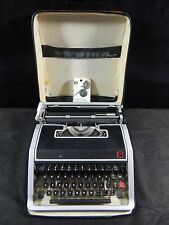 OLIVETTI UNDERWOOD LETTERA 33 TYPEWRITER IN SOFT CASE MADE IN SPAIN WORKING
