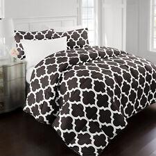 Restoration Collection Goose Down Alternative Comforter with Quatrefoil Pattern