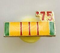 1975 Vietnam Service Medal Army Ribbon Pin Badge US Military Vintage (A5)