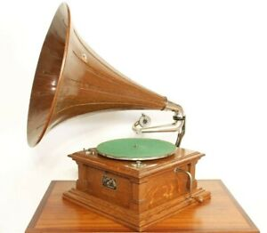 Victor V 5 Phonograph Gramophone With Wood Spear Tip Horn