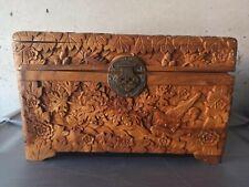 Superbe coffret en bois sculpté Indochine des années 50