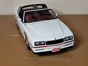 ERTL American Muscle Authentics 1985 Chevy Monte Carlo SS 1:18 Scale Diecast Car