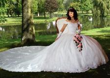 Brautkleid Größe 38 Farbe weiß  mit abnehmbarer Schleppe.