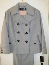NEW Larry Levine 2 Piece Pant Suit- Black Stripe- Size 4 - MSRP $240.00