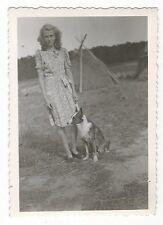 12/729 FOTO JUNGE FRAU MIT HUND 1949 QUALZOW LARSDORF ? MECKLENBURG HEUSCHOBER