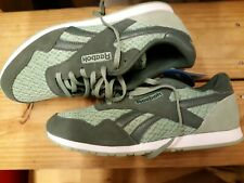 Women's Reebok Classic  Suede Green / White Casual Shoe Size 10