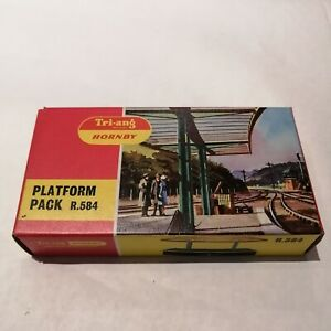 Tri-ang - R.584 Small Station Curved Platform Pack - HO/OO