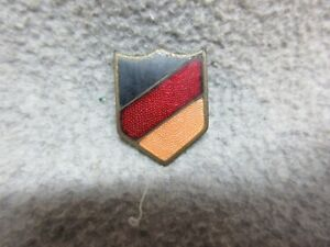 I Cant Identify   BLACK-RED-GOLD STRIPES WW2 US ARMY INSIGNIA DUI PiN-Back PiN