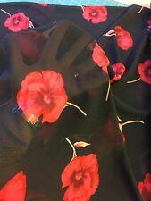 Poliéster amapolas rojas sobre fondo negro por metros