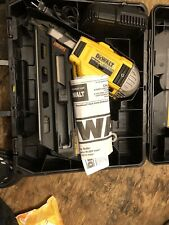 "DEWALT DCN692M1 20V MAX Cordless Dual Speed 30"" Collated Framing Nailer Kit"