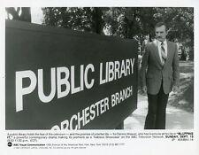 DENNIS WEAVER PORTRAIT LIBRARY SIGN BLUFFING IT ORIGINAL 1987 ABC TV PHOTO