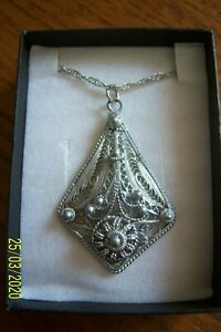 """PRETTY VINTAGE SILVER COLOURED FILIGREE PENDANT ON AN 18"""" CHAIN 1.5 x 1.25 cms"""