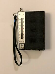 Vintage  General Electric GE Transistor Radio P4720 FM/AM Tested and Working