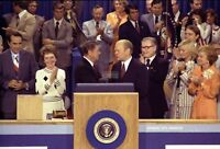 GERALD FORD AND RONALD REAGAN @ 1976 REPUBLICAN CONVENTION - 8X10 PHOTO (EP-811)