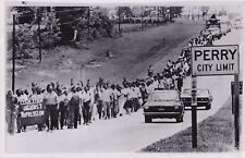 100's of NEGROES March PERRY to ATLANTA GEORGIA *VINTAGE 1970 CIVIL RIGHTS photo