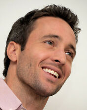 Alex O'Loughlin UNSIGNED photograph - B1832 - Hawaii Five-0 and The Holiday