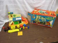 Fisher Price Little People Play Family Sesame Street 937 Clubhouse box slide set
