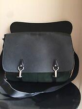 Auth Louis Vuitton Taiga Green Messenger Shoulder Bag
