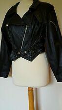 VINTAGE Giacca di pelle nera con borchie, Colletto & Zip Allacciate. Taglia S/M