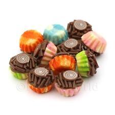 4x Miniature Chocolate Espolvorear Cupcakes con papel de colores mezclados cupses