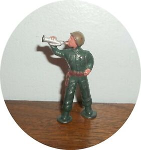 InvC827~ NICE RATHER RARE MIDI SERIES SOLDIER ~ WITH BUGLE ~BARCLAY