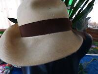 feutre ,beige ,chapeau ancien ,théatre,déguisement ,,,,look? vintage
