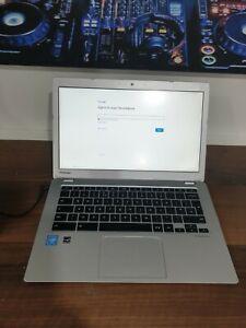 """E704 Toshiba Chromebook Laptop 13.3"""" CB35 Chrome OS 2GB RAM 16GB SSD Celeron"""