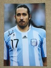 "Jonas Gutierrez Firmado Foto de prensa brillante 12"" X 8"" Argentina Newcastle"