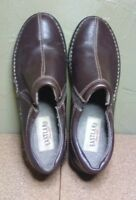 EASTLAND AMORE`~ Women's Size 9.5 M ~ BROWN LEATHER SLIP-ON LOAFERS ~ PRE-OWNED