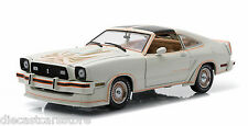 1978 FORD MUSTANG II KING COBRA 5.0 POLAR WHITE AND GOLD 1/18 GREENLIGHT 12939