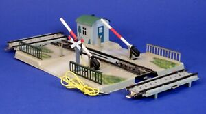 Marklin HO Scale Mechanical Lighted Grade Crossing Gate w/ Approach Tracks 7054