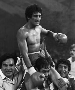 Pick 3 Salvador sanchez celebrates win Boxing  photos