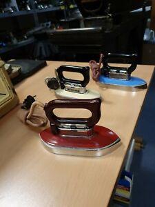 Antik Bügeleisen universells  Eisen 3 Stück Set blau weiss rot elektrisch emaile