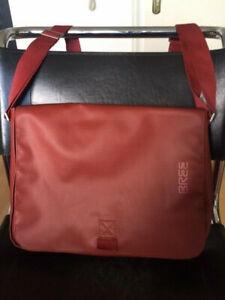 BREE Punch 49 Messenger Bag Umhängetasche Laptoptasche Tasche rot